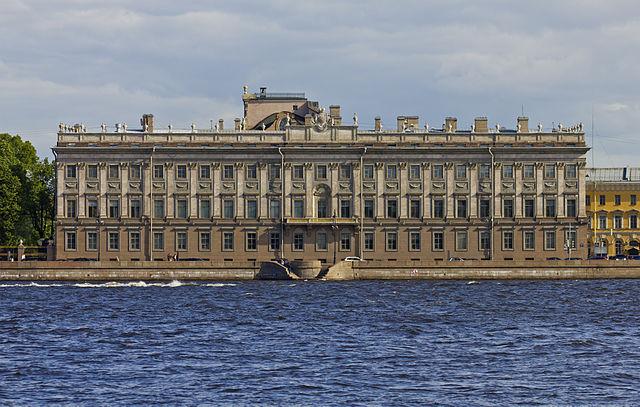 Мраморный дворец. Вид со стороны Невы