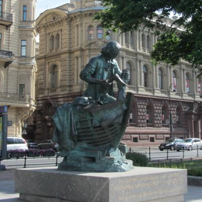 """Памятник """"Царь-плотник"""" -"""