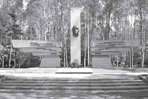 """Памятник летчикам в """"Сосновке"""""""