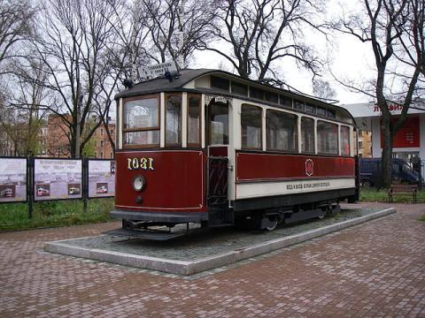 Памятник трамваю на территории бывшего трамвайного парка № 2