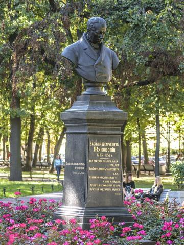 Памятник  В. А. Жуковскому