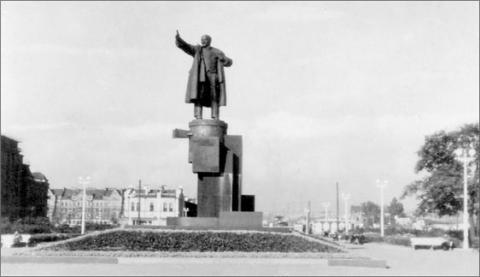 Памятник В. И. Ленину у Финляндского вокзала