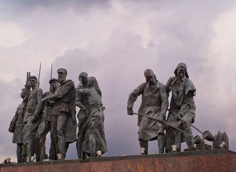 Фрагмент монумента героическим защитникам Ленинграда