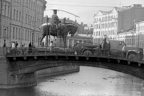 Перевозка памятника Александру III