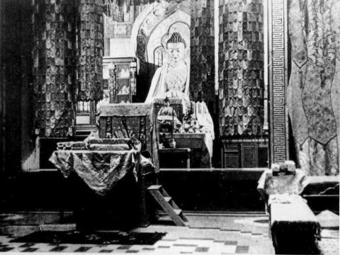 Статуя большого Будды в нижнем алтаре. 1930-е