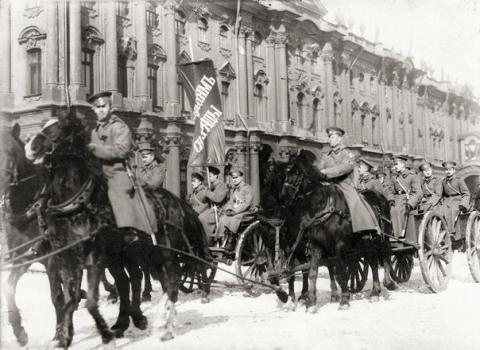 Колонна курсантов - юнкеров Николаевского кавалерийского училища